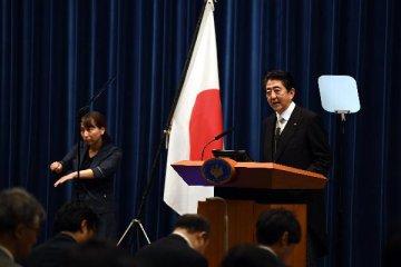日本首相宣佈明年按計劃提高消費稅率