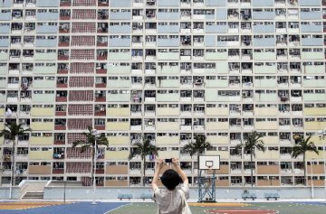 香港樓市成交清淡 開發商銷售奇招頻出
