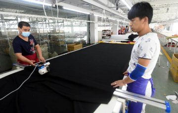 调查显示台湾制造业与服务业景气连续3个月下滑