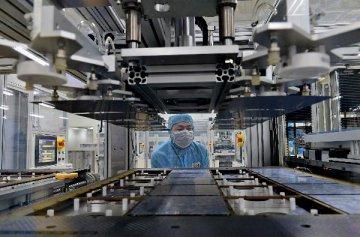 PMI数据一升一降 非制造业对经济增长的贡献加大