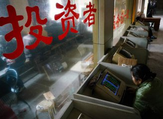 三大股指集體低開、 ST長油大跌停牌、香港恒生指數高開