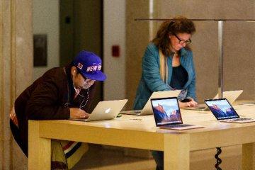 手機巨頭業務遇冷 三星蘋果抱團取暖