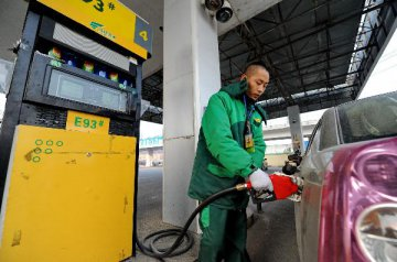 国内汽柴油限价明起或每吨上调105元