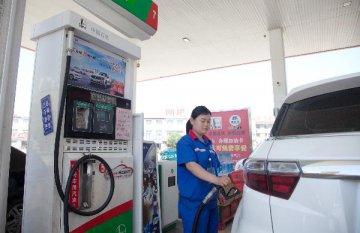 """私家車春節出行成本增加 春節前國內油價溫和反彈或現""""二連漲"""""""