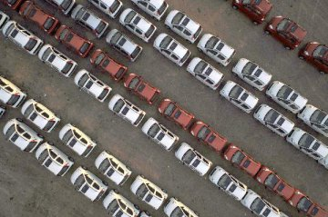中國汽車銷量已連續8個月下跌,消費者在等政府刺激政策?