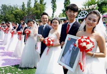 """[精选]全国结婚率""""五连降"""":为啥这届年轻人不爱结婚"""