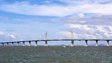 """专家建议香港发展""""桥头经济"""""""