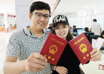 """【精选】全国结婚率出现""""五连降"""" 晚婚、不婚已成趋势?"""