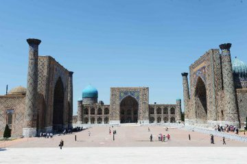 """""""扩大各领域跨地区合作是`一带一路`倡议重要成果""""-访乌兹别克斯坦专家拉希莫夫"""