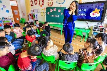"""【精选】幼教业困局:""""盖学校易,招老师难""""!100万幼教缺口拿什么填补?"""