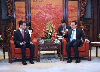 李克強會見出席第五次中日經濟高層對話的日本政府官員