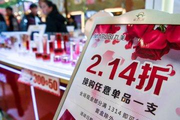 【精选】中国跨境电商加速跑:化妆品走俏 吸尘器马桶热销