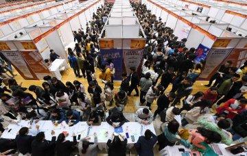 中国就业市场依然低迷,投资者仍需等待时机