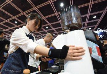"""【精选】跨界咖啡:多家饮品品牌角逐咖啡市场,""""冷喝""""成为争夺点"""