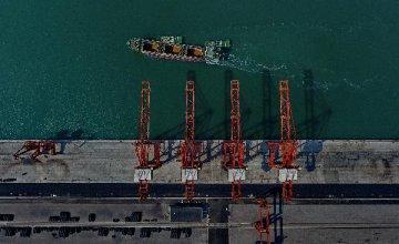 评论:企图改变中国基本经济制度不会得逞