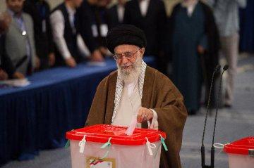 哈梅內伊呼籲伊朗國民繼續抵抗美國壓力