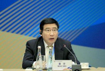 苗圩:工信部愿意加强与马来西亚在制造业领域的创新合作