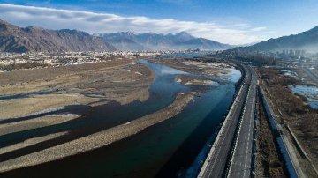 藏青两省区携手打造青藏高原国际旅游目的地