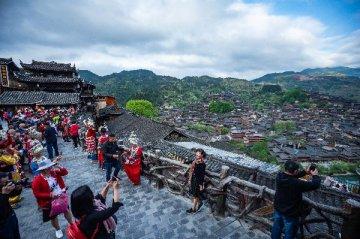 贵州雷山:梯田上的苗寨老屋变身精品民宿