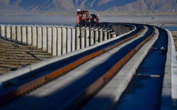 川藏鐵路拉林段隧道全部貫通 預計明年開通運營