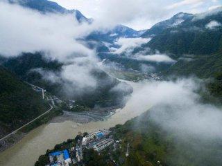 云南贡山县暴雨致交通中断