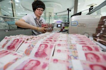 """中国新增贷款超12万亿元 金融持续发力""""护航""""实体经济"""
