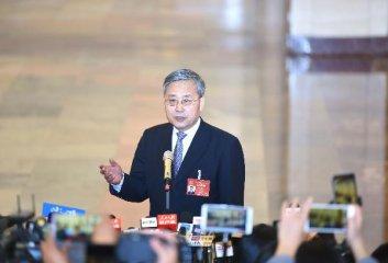 全力支持经济社会恢复发展 牢牢守住风险底线--访中国银保监会主席郭树清